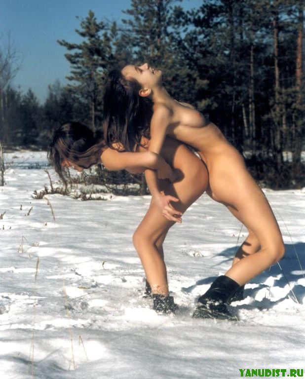 Отдых нудистов зимой (18 фото)