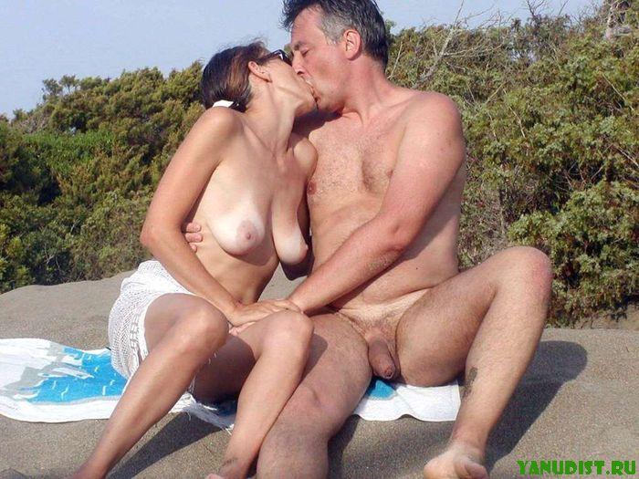 пляже жена ебется на
