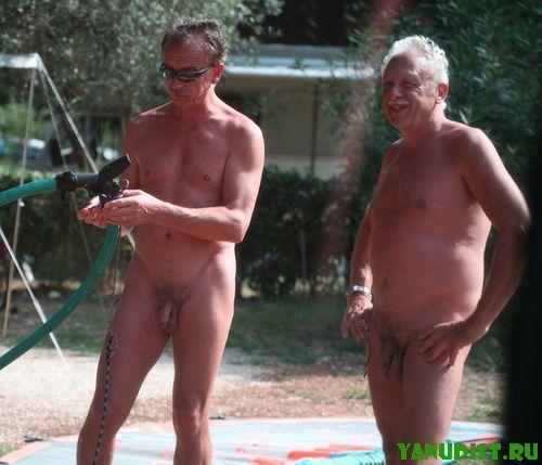 Мужчины нудисты