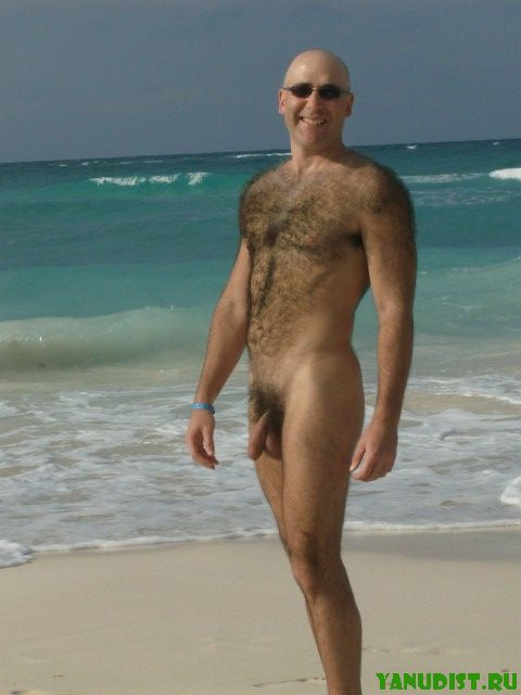 Смешные нудисты на пляже и в городе