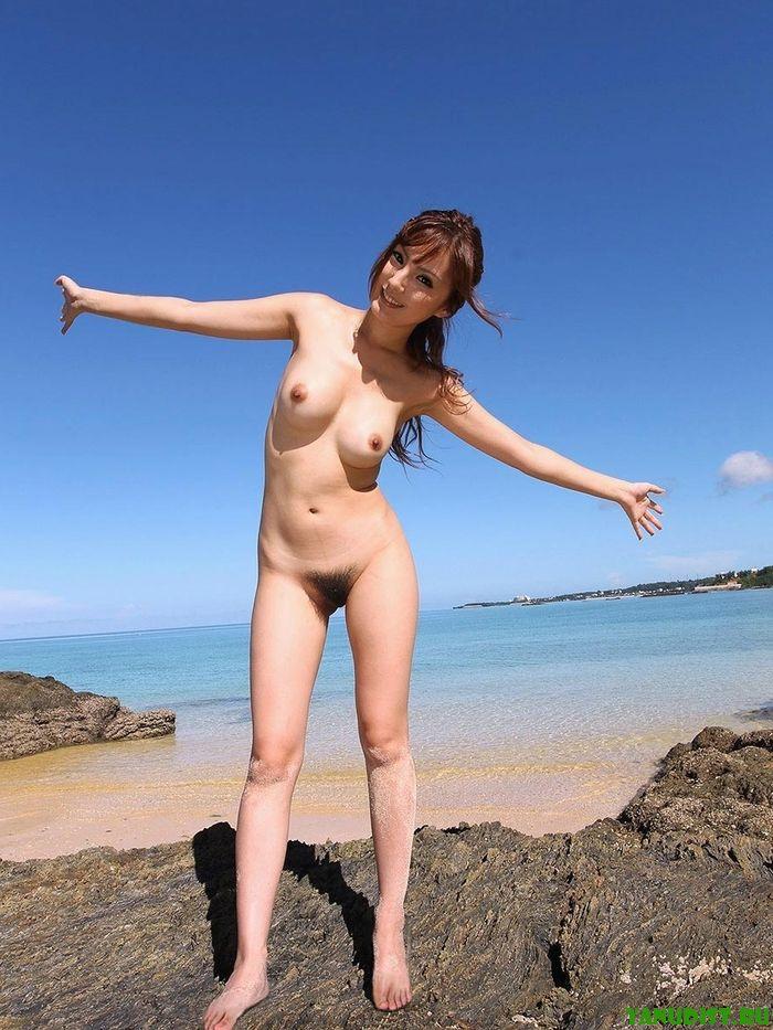 Девки нудисты более раскрепощеннее чем девушки в купальниках