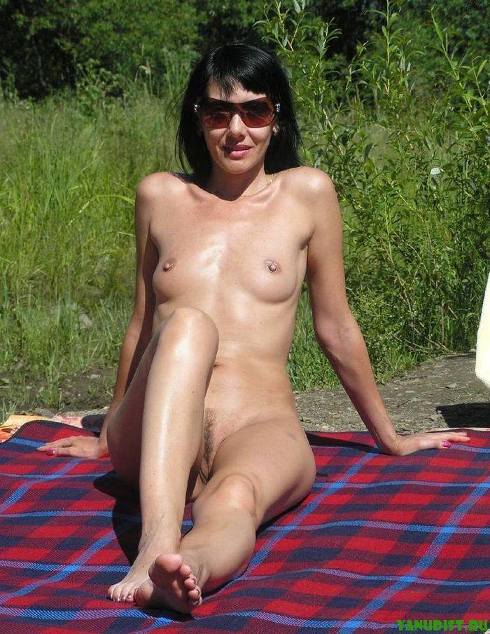 Фото нудистов в лесу, а некоторые даже работают