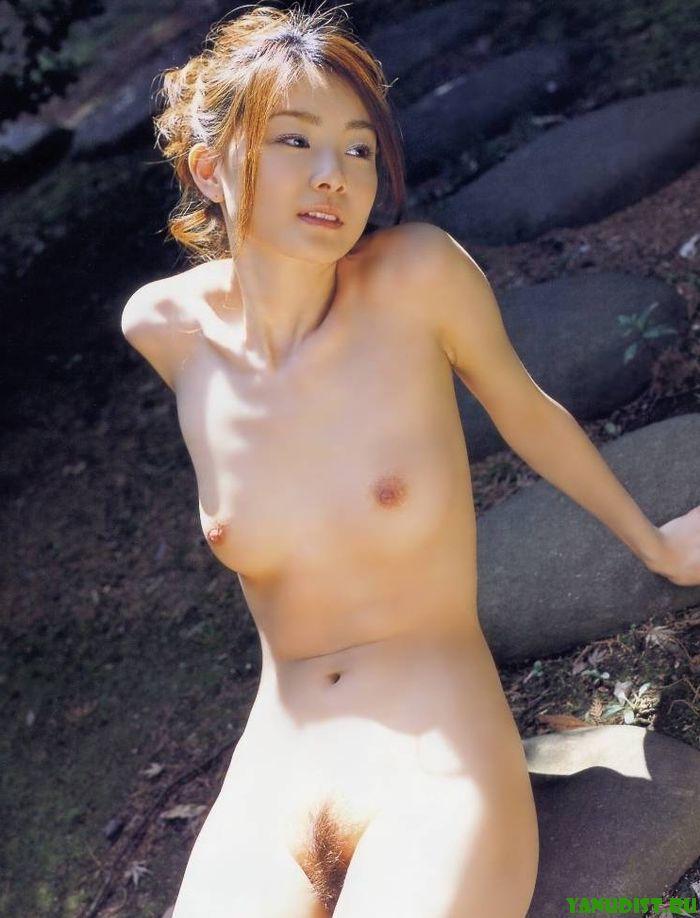 golaya-rozanna-nekuda-bezhat