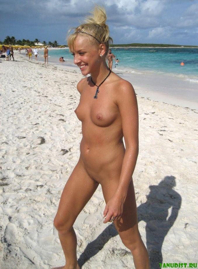 На пляже топлесс фото