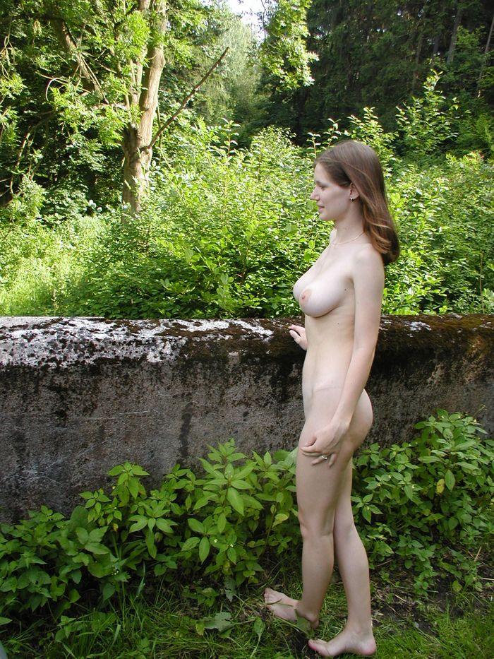 подглядел на природе за девушкой