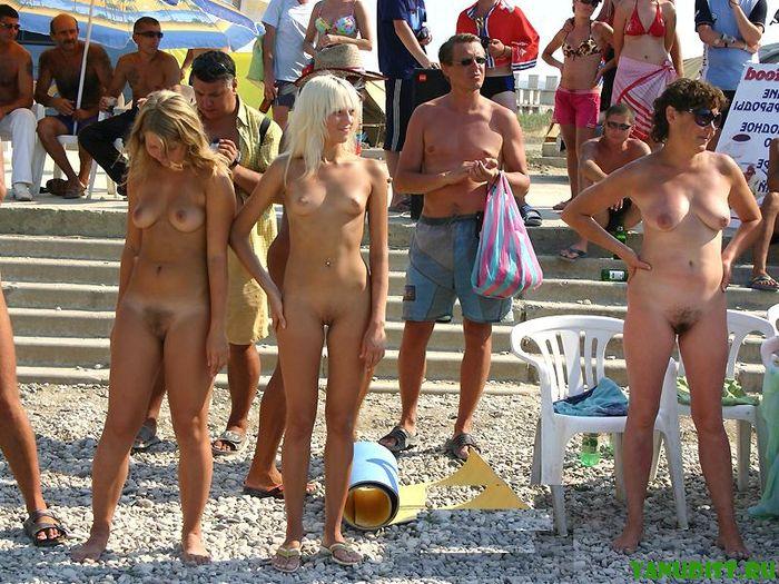 Фото на голом пляже или нет одежде!