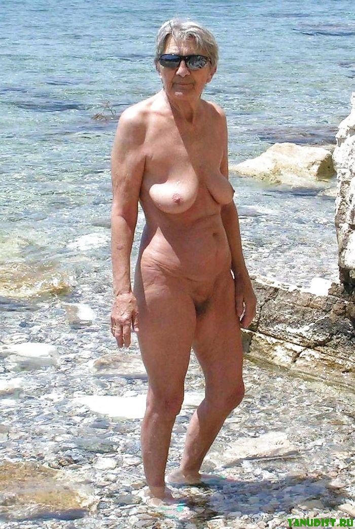 Голые нудистки обнаженные девушки на пляже семьи