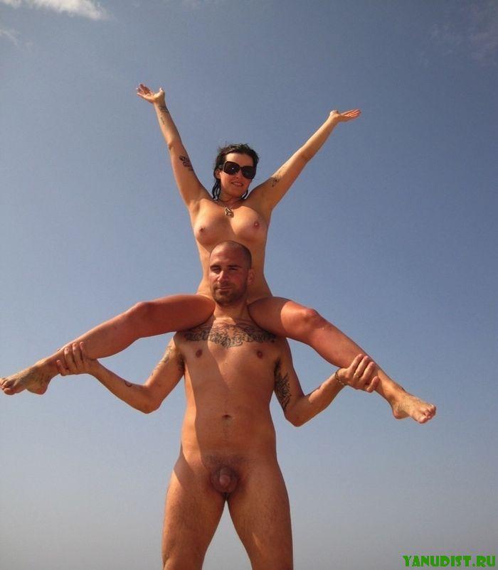 Борьба с вуайеристами гоняющимися за фото нудистов крупным планом