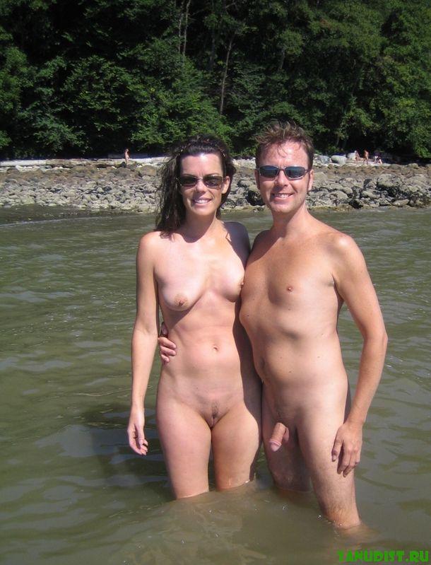 Голые нудистки на пляже   не вредно ли?