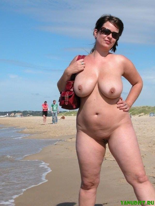 Однажды на городском пляже... удалось снять фото зрелых нудисток