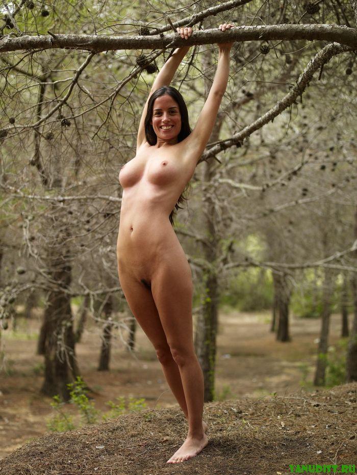 Замечательный отдых нудистов на природе