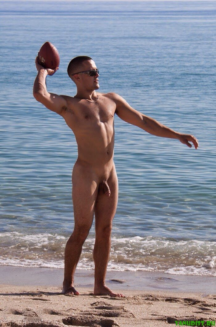 Фото Обнаженных Мужчин На Пляже