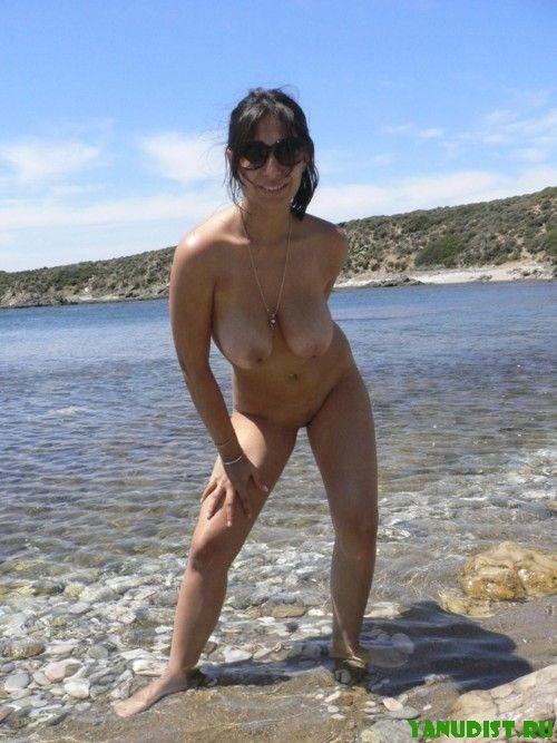 Фото нудистки на пляже зрелые, но бесконечно обворожительные