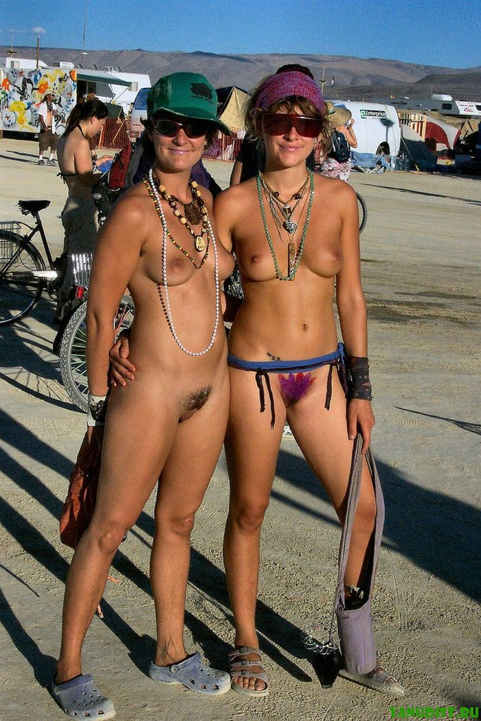 На улицах голышом гуляют девочки нудисты фото