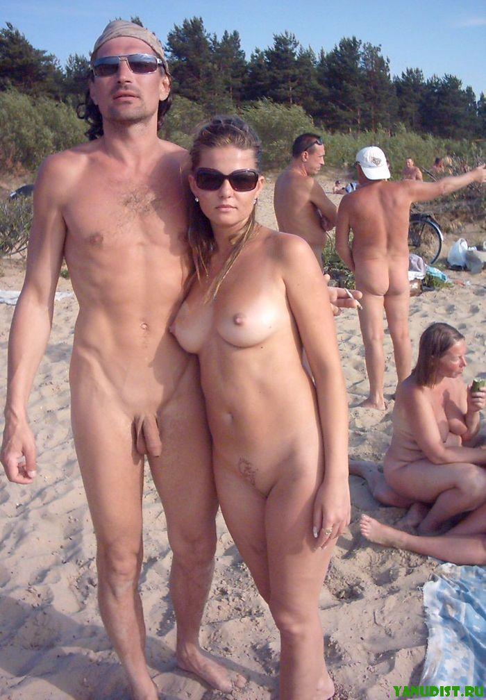 Нудисты пары снова проводят выходные в любимых местах