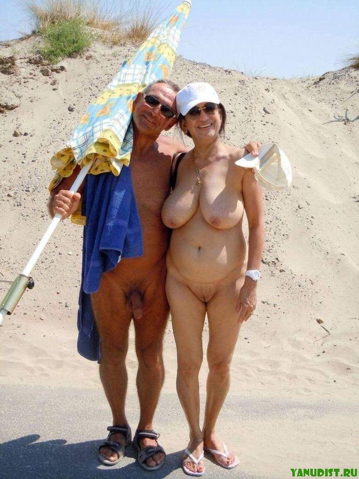 Зрелые натуристки и их пляжный отдых