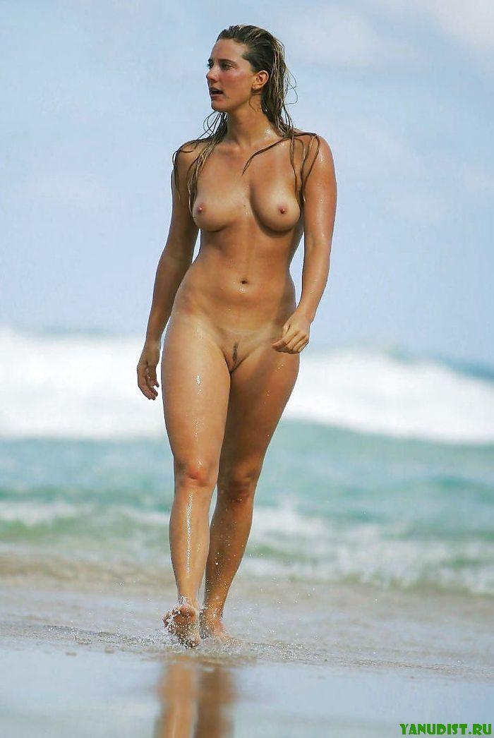 Обнаженные Женщины На Пляже
