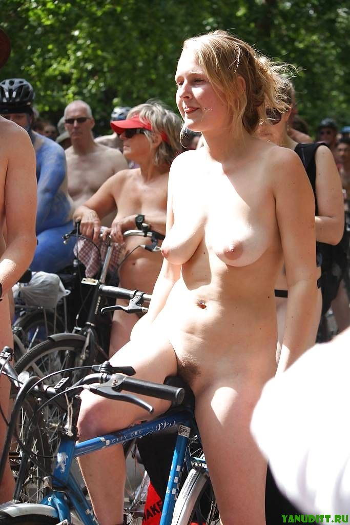 Умницы и красавицы голые на улице фото