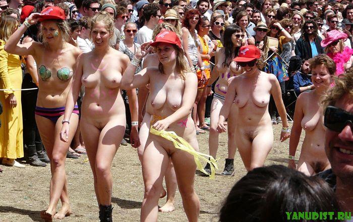 Kетом без одежды девочкам очень удобно