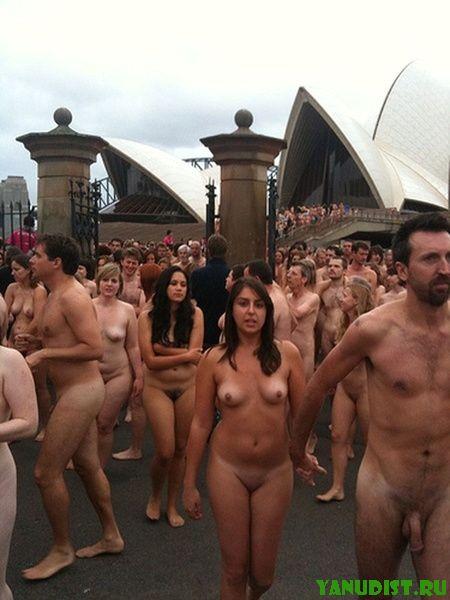 Ходим без одежды на улице и не стесняемся