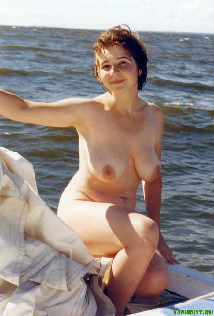Симпатичные голые девочки на пляже фото