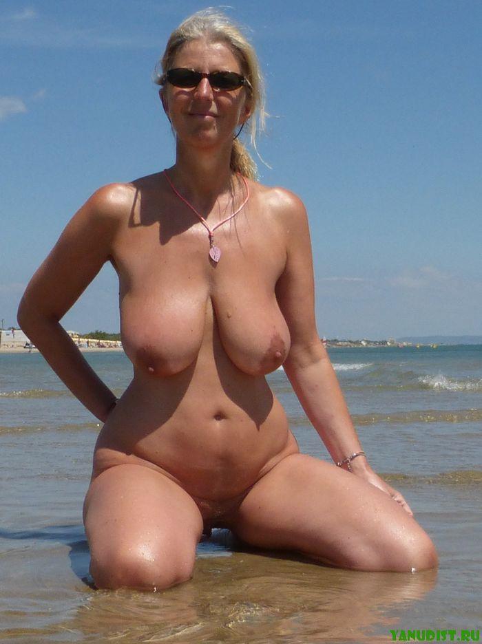 Голые женщины на пляже фото 2 фотография