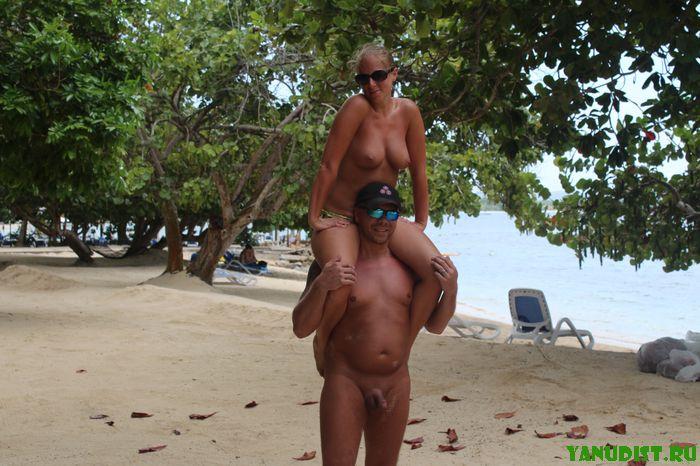 Выбрались с женой на любимый нудистский пляж
