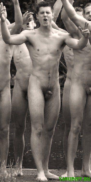 Вам будет интересно взглянуть на черно белое фото нудистов