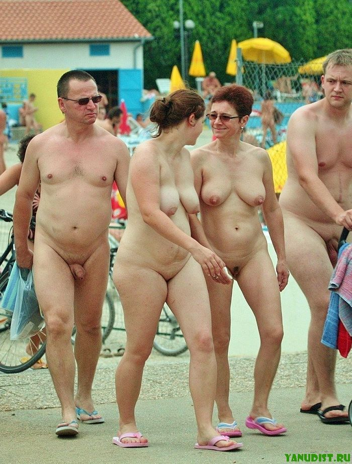 Всей толпой отправляемся на нудистский пляж