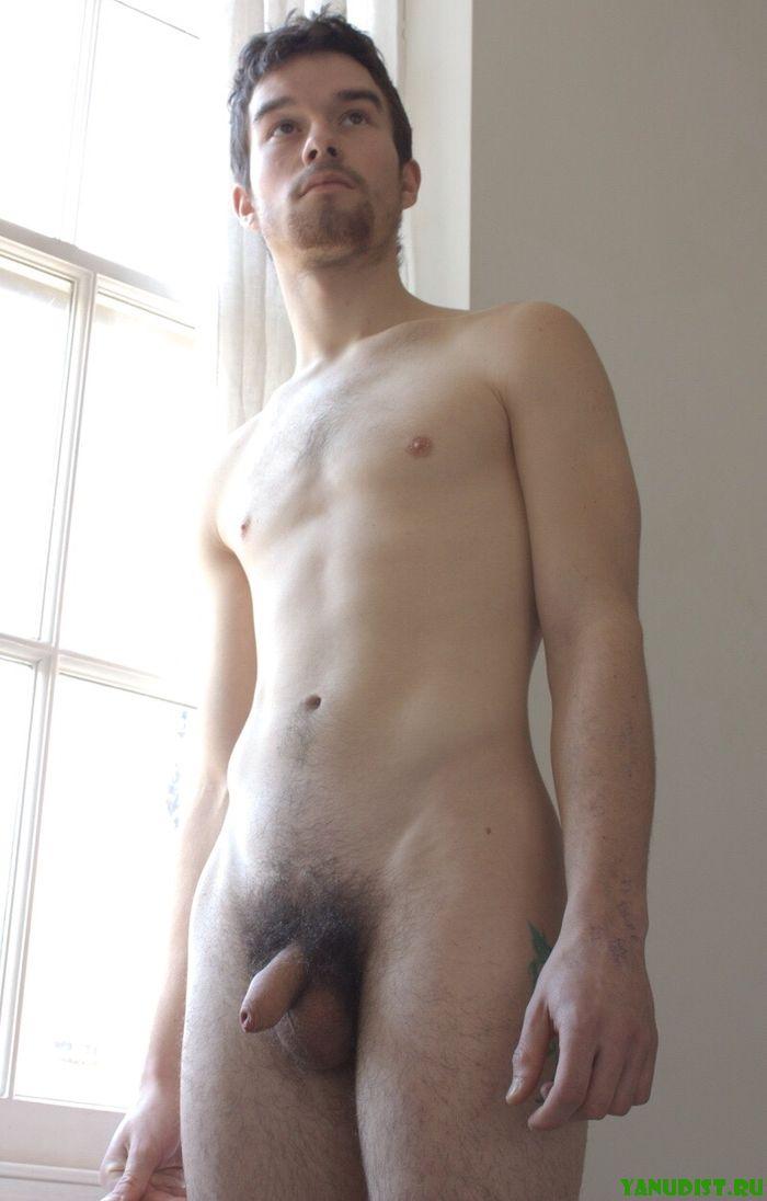 Мужские нагие тела нудистов очень даже ничего