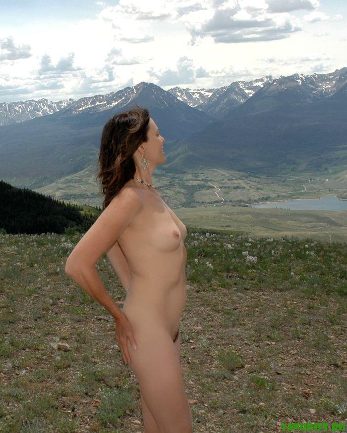 На природе без одежды довольствуются отдыхом