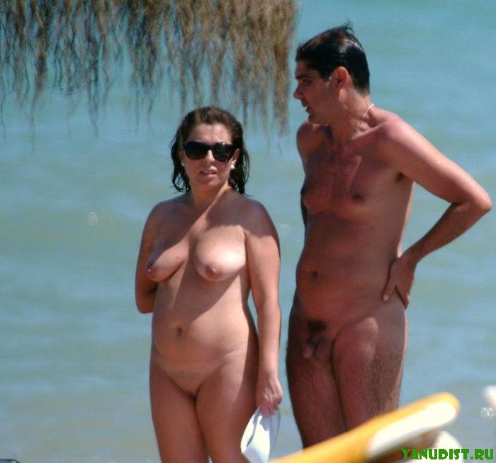 Собирай друзей и отправляйся загорать на голый пляж