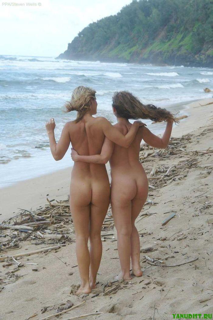 Голые танцы на песке обязательно приведут к новым знакомствам