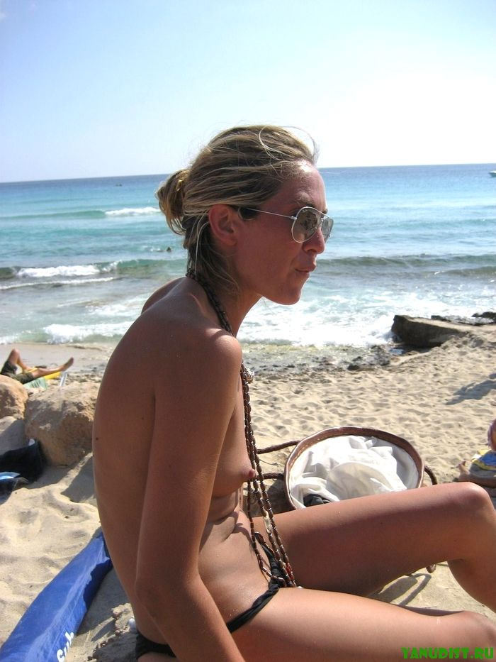 Я с мужем загораем голыми на природе