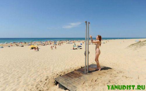 Расслабление на пляже нудистов придает сил