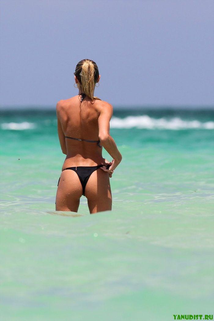 Загорелые малышки обожают нудистский пляж