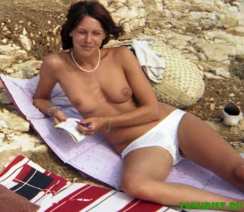 Приятные и милые нудистки на пляже