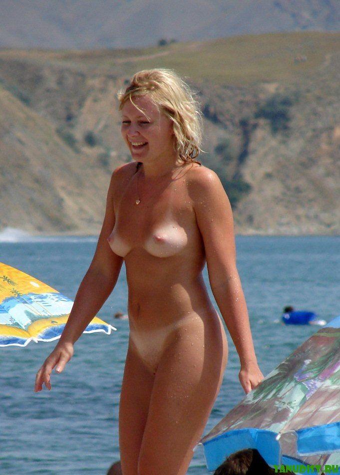 Нудистки обожают пляжный отдых