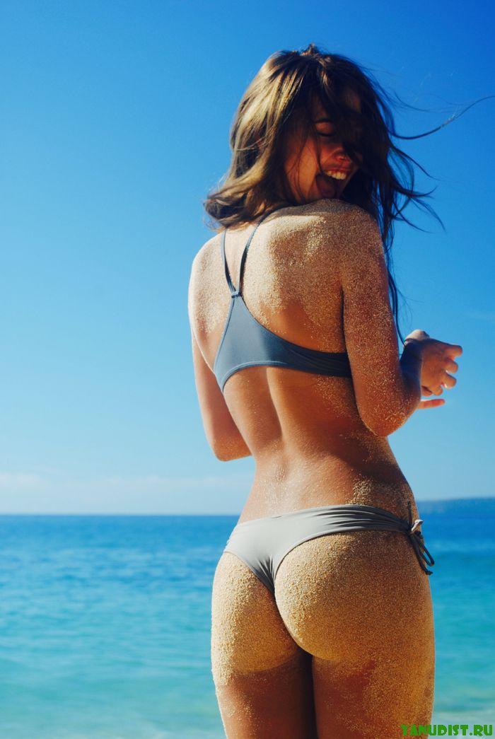 Нудисты никак не могут распрощаться с пляжем
