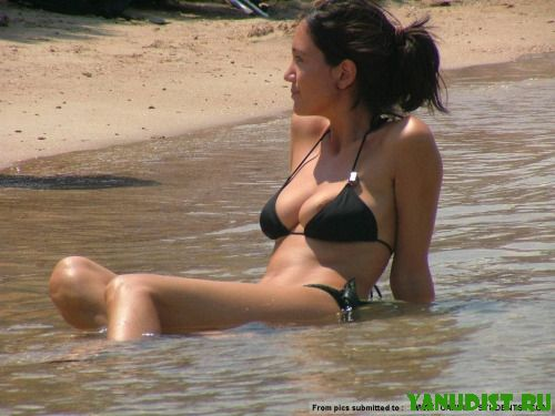 Славные милаши в бикини на пляже