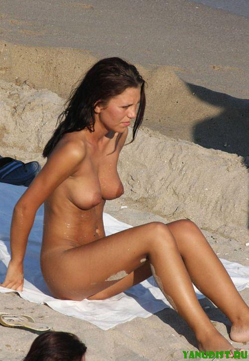 Голые и красивые снова кайфуют на пляже