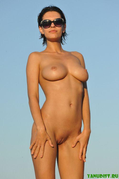 Нудистки и их стройные загорелые тела