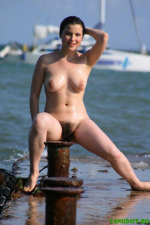 Жаркое лето и нудистский пляж