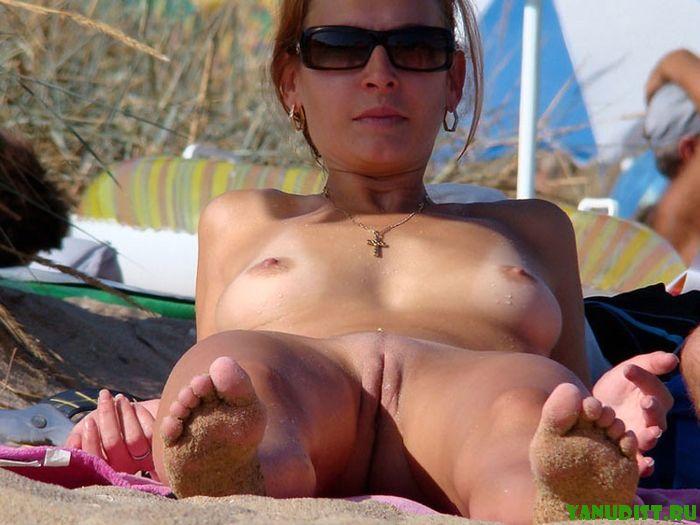 Прикольные женщины нудистки любят этот пляж