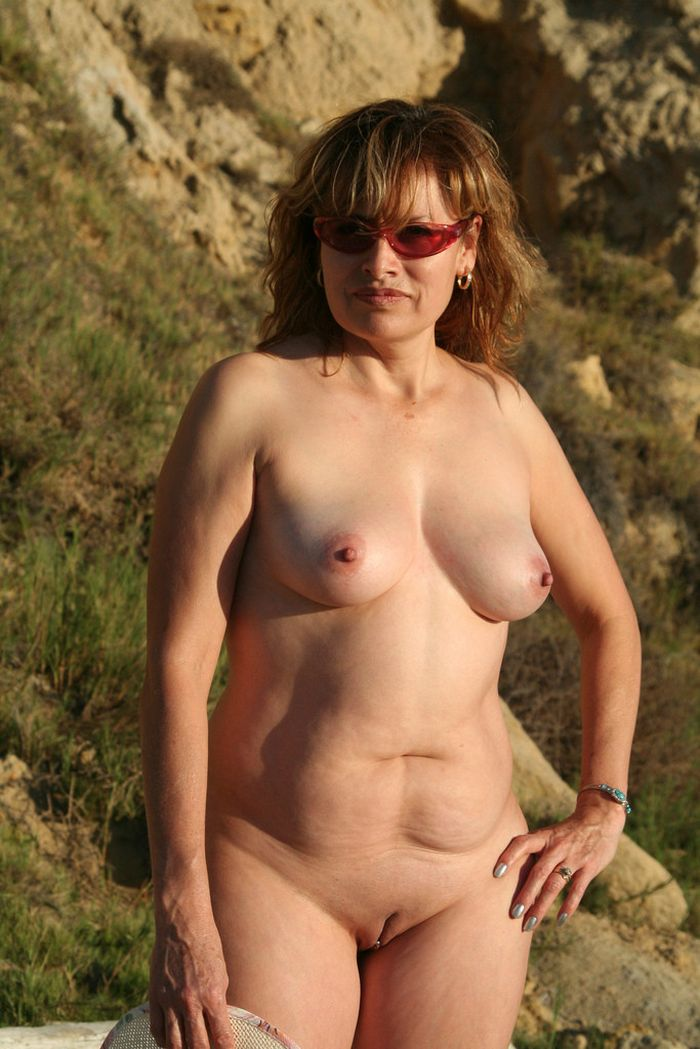 Nudist-with-Swollen-Breasts-2_1