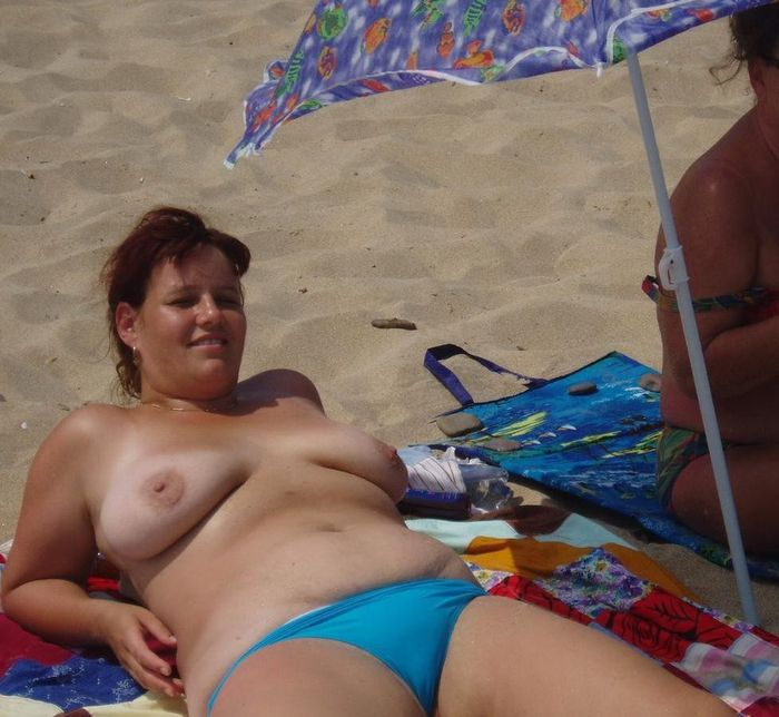 Nudist-with-Swollen-Breasts-3_1