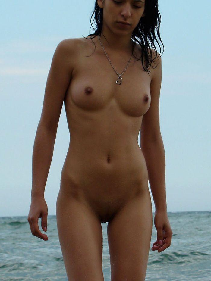 Дикий пляж пленит взоры любопытных прохожих