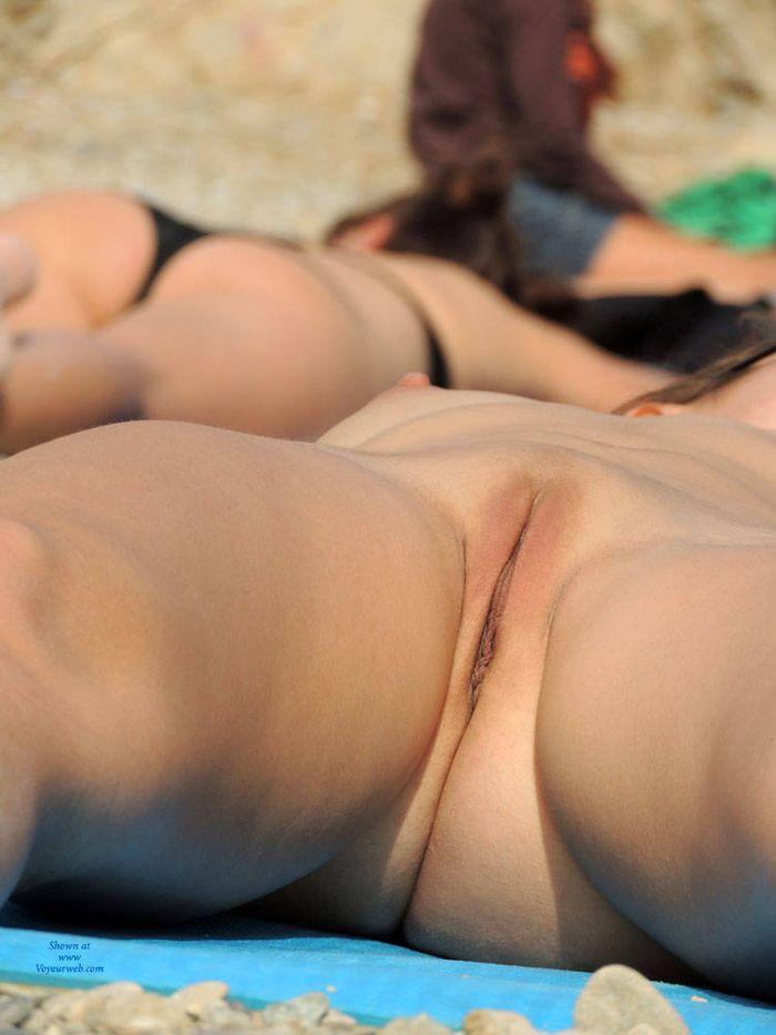 Дикий пляж женщины не вспоминают о комплексах