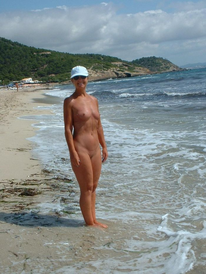 Amateur-Shaved-Mature-Nudist-Wearing-Sunglasses-10_1