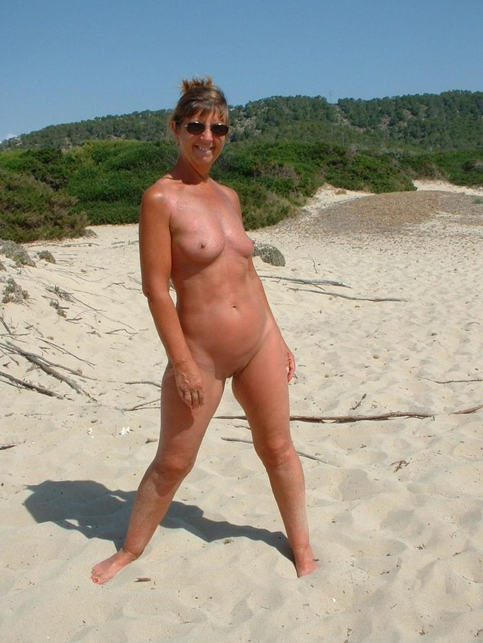 Amateur-Shaved-Mature-Nudist-Wearing-Sunglasses-1_1